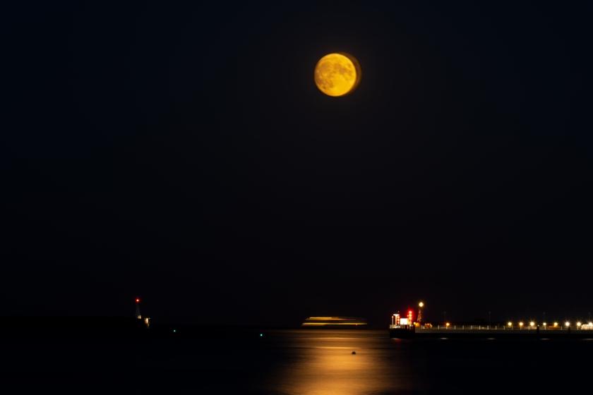 Gibbous moon on Dover Beach